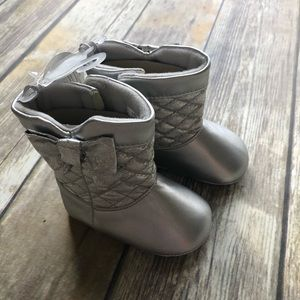 NWT Size 3 (6-9 Months) Baby Deer Silver Boots